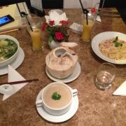 Toàn cảnh bàn ăn