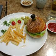 Hamburger và khoai tây