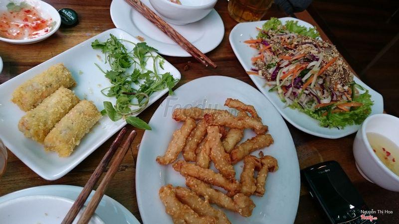 Mới thử ăn tại Nấm Đại Việt hôm qua với gia đình. Nhìn chung đồ ăn rất vừa miệng. giá phải chăng. Ăn no cũng chỉ hết có 200k/người. Đoàn 15 người. Phục vụ nhìn chung niềm nở và chuyên nghiệp. Bây giờ