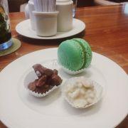 Macaron & chocolate