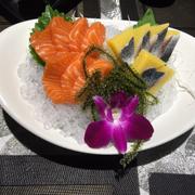 Sashimi cá hồi & cá trích ép trứng