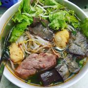 Ăn bún Huế trên đất HN bao nhiêu lâu rồi nhưng thấy quán này rất ngon, đậm chất bún Huế của miền Trung
