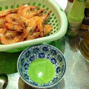 tôm luộc chấm muối ớt xanh