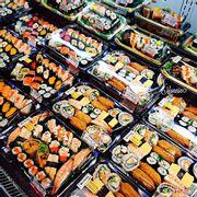 sushi giá rẻ, chỉ từ 5k-10k. 1 phần sushi combo từ 99k trở lên với đủ loại sushi, sashimi ngon lành.