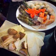 Các loại nấm và hải sản cho lẩu.