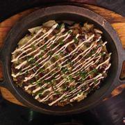 Bánh xèo hải sản kiểu Nhật, quá nhiều dầu mỡ nên bánh ko có độ giòn