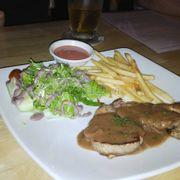 Phi lê nai tiêu đen : Món này gọi phi lê chín tới, mặc dù chín nhưng không bị dai như thịt bò nhé, tuy nhiên sốt tiêu đen cho nên có vẻ không dậy mùi lắm, làm cho hương vị đặc trưng của món ăn bị giảm