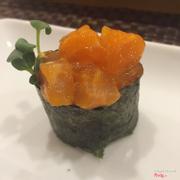 Gunkan sushi cá hồi