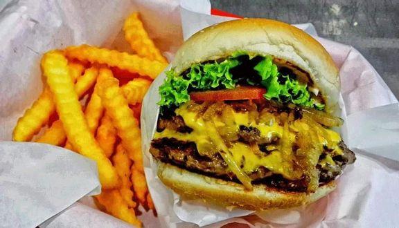 Chuck's Burgers - Phạm Viết Chánh