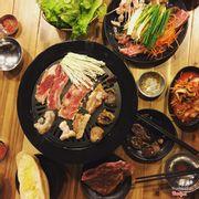 Đồ ăn rất ngon,thịt ướp đậm đà,dày miếng. Các combo của Jlegu tầm 100k-200k, tuy giá có vẻ hơi cao nhưng chất lượng rất ổn nhé. Thịt nhiều,lại ngon,sốt chấm ăn kèm tuyệt vời ❤️