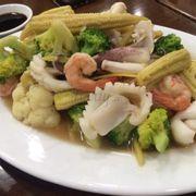 Ăn tối: Hải sản xào thập cẩm