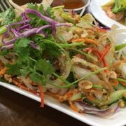 Ăn tối - gỏi hải sản trộn dưa leo