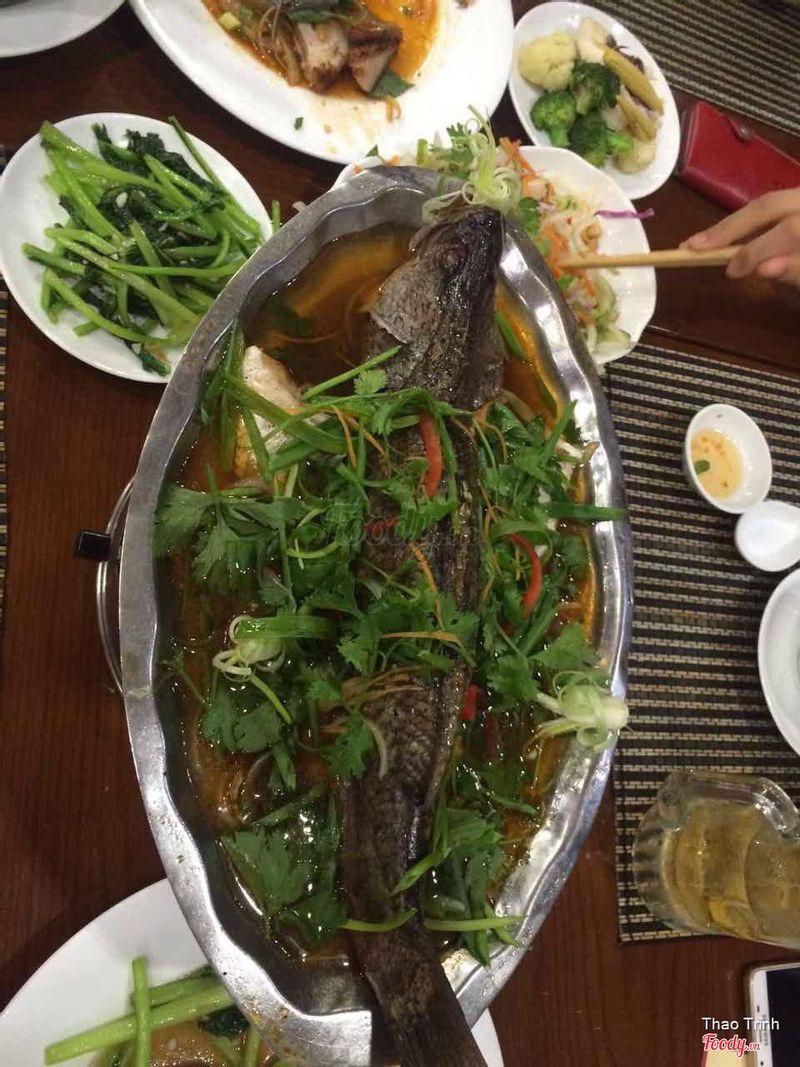 Ăn tối: Cá hấp hành cần