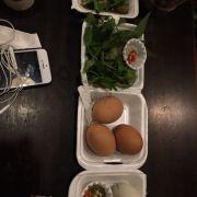 Trứng gà nướng, hột vịt dữa. 6k/1 trứng