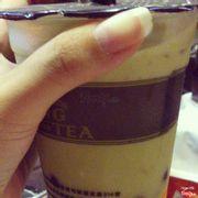 Trà sữa vị trà xanh thêm trân châu và thạch pudding. Uống thơm mùi trà xanh, ngọt vừa.