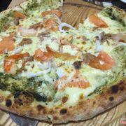 pizza mực cá ngừ cá hồi