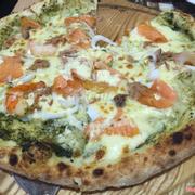 Pizza hải sản cá hồi
