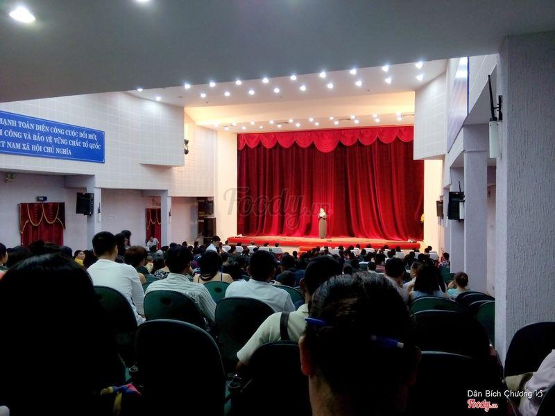 NSND Hồng Vân phát biểu cảm ơn khán giả