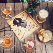 trà hoa quả và bánh lava