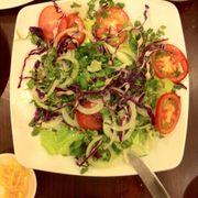 dĩa salad đã bị ăn mất một xíu T.T
