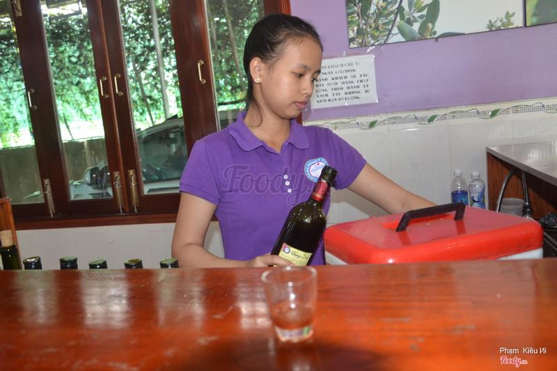 Tại quầy thử rượu