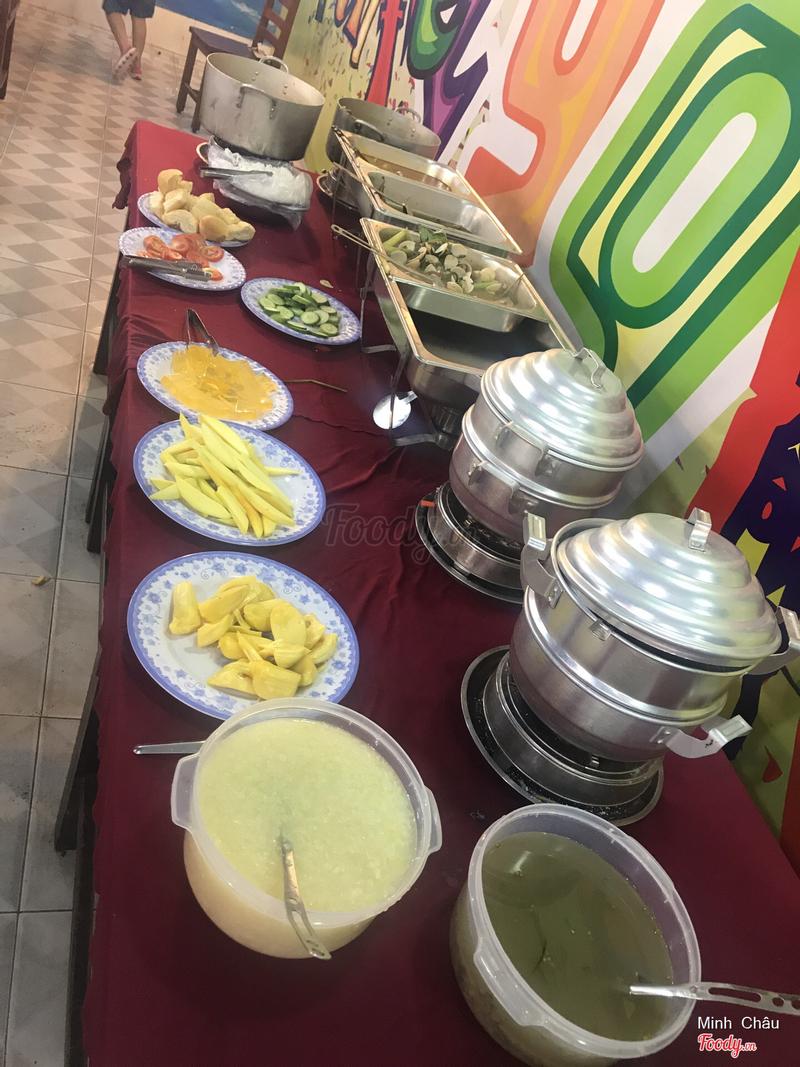 Quầy thức ăn chế biến sẵn và tráng miệng