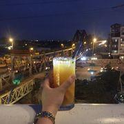 Từ sân thượng Serein nhìn ra cầu Long Biên