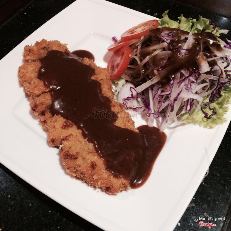 Tonkatsu + rice. Thịt giòn, salad cực ngon. Có cả tonkatsu mix khoai lang ăn rất hay!