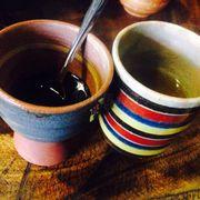 quán Tiệm cafe sử dụng những chiếc tách rất dễ thương