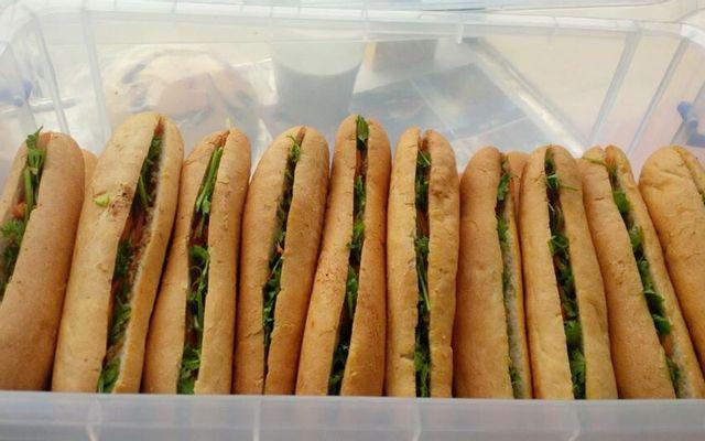 Bánh Mì Que & Bánh Ướt