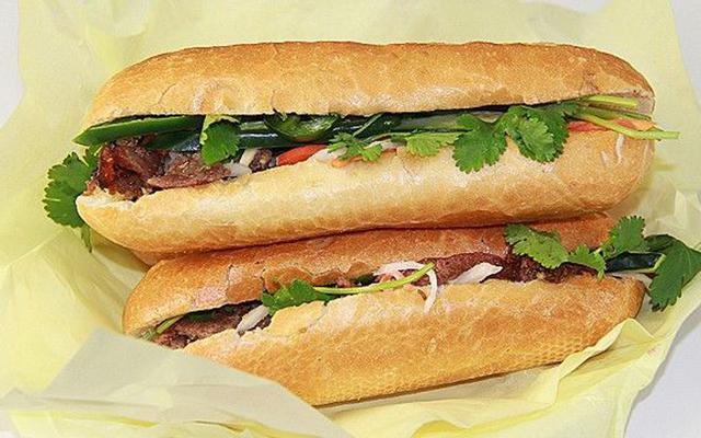 Bánh Mì Ngã Sáu - Cô Phượng