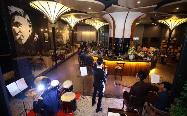 Lily's Bar & Café