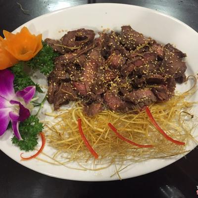 Trâu tái táp: Vị ngọt của thịt trâu tươi,gia vị tẩm ướp