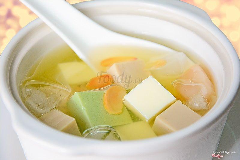 Nước đường phèn ngọt dịu, thơm nhẹ lá dứa