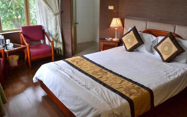 Vạn Lý Hotel