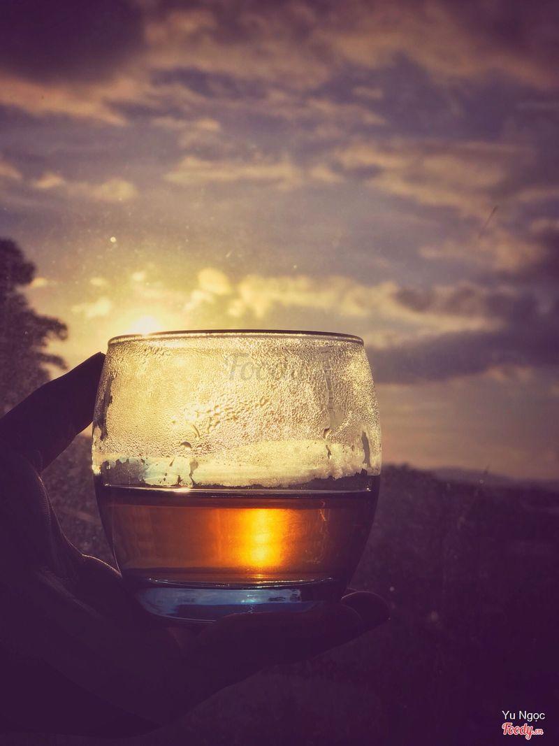 uống lấy vài giọt chiều của một ngày dài đọng lại
