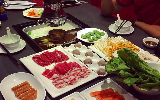 Hutong - Hot Pot Paradise - Royal City
