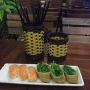 Sushi cá hồi + Rong biển váng đậu