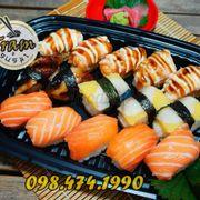 Tên: COMBO 170 A giá: 170K Gồm: 5p NG cá hồi tươi 5p NG cá hồi nướng 3p NG cá trích ép trứng 2p NG lươn nướng #trạmsushi #menu #sushi