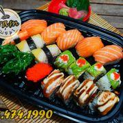 Tên: COMBO 170 C Giá: 170K Gồm: 5p NG cá hồi tươi 1p NG thanh cua 2p NG cá trích 1 cuộn cá hồi Teri (4p) 1 cuộn cá hồi nướng (4p) 2p GK rong biển 1p GK trứng tôm #trạmsushi #menu #sushi