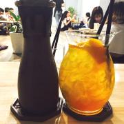 Quán này view ổn, đồ uống đa dạng, mình uống trà đào với núi lửa(quên tên òi😅) thấy cũng ngon lắm