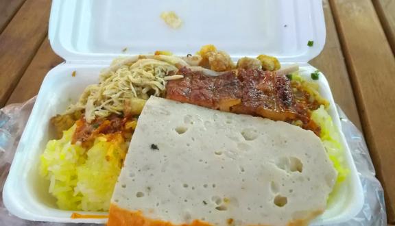 Cô Thủy - Bánh Mì Que & Xôi Hộp