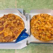 Pizza hawaiian và pizza gà phô mai
