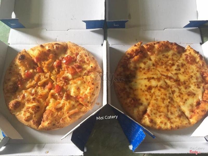 Gà phô mai và pizza phô mai