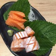 Set sushi và sushi bụng cá hồi