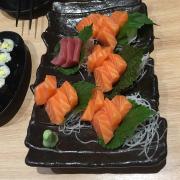 Sashimi cá hồi cá ngừ