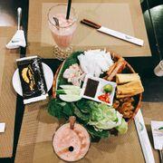 Đồ ăn ngon, nhân viên khá nhiệt tình, giá cả cũng ổn :)))))