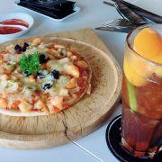 Pizza hải sản và Trà đào