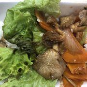 Cơm rau củ xào nấm, chi có carot, va nấm la chủ yếu