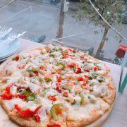 Pizza ngập ngụa nhân và cheese lun 🙆❤️ đến bành ngon và k bị khô chút nào ❤️ giá cả lại vô cùng hợp lí👏 đây là pizza hải sản size M-8m giá 155k 💋💋💋